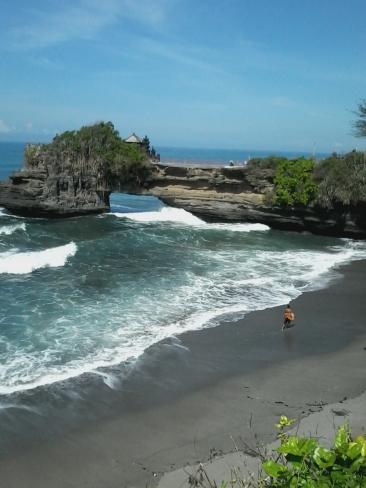 Tanah_Lot_Batubolong