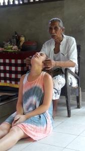 Bali_healer_balian