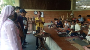 mas_village_wood_carving
